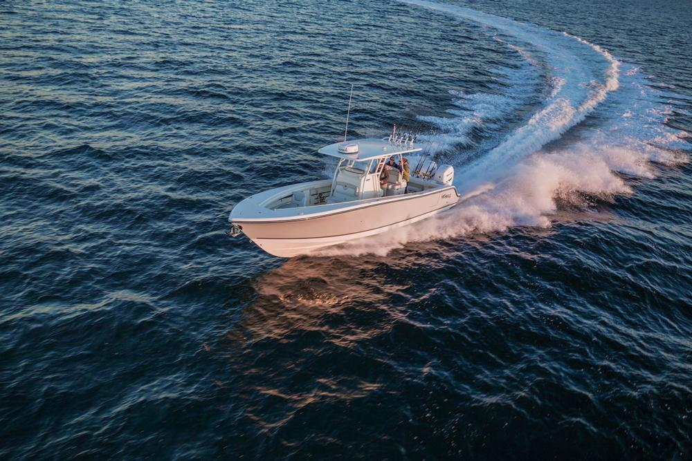 2018 Mako 334 CC Bluewater Family Edition in Holiday, Florida