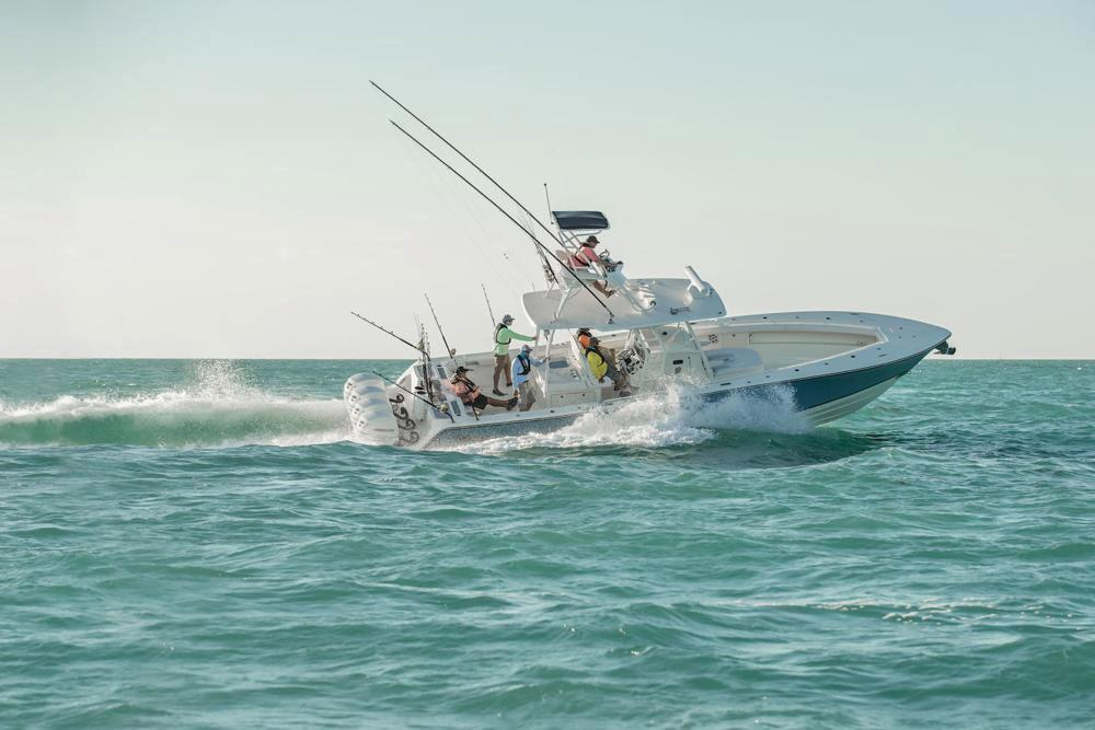 2020 Mako 334 CC Sportfish Edition in Eastland, Texas - Photo 2