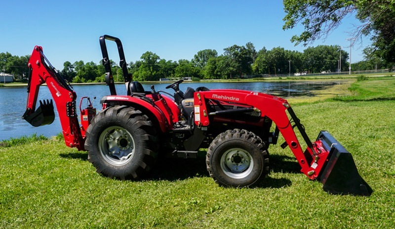 2018 Mahindra 3540 4WD HST in Elkhorn, Wisconsin