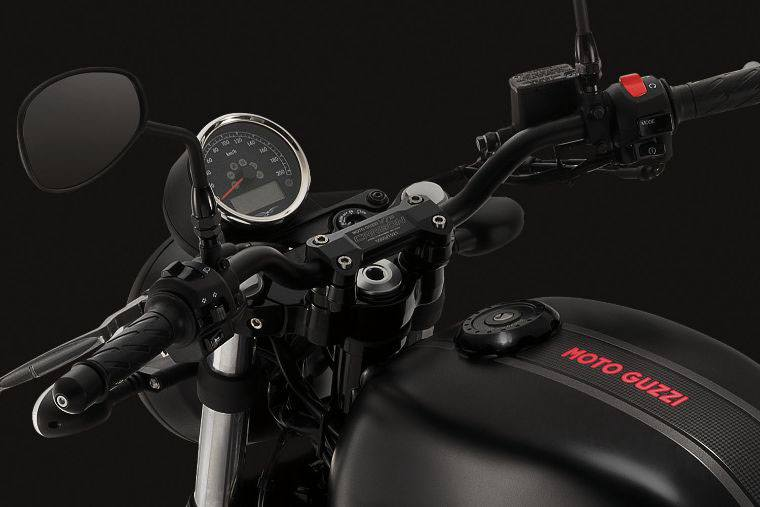2018 Moto Guzzi V7 III Carbon Dark in West Chester, Pennsylvania - Photo 7