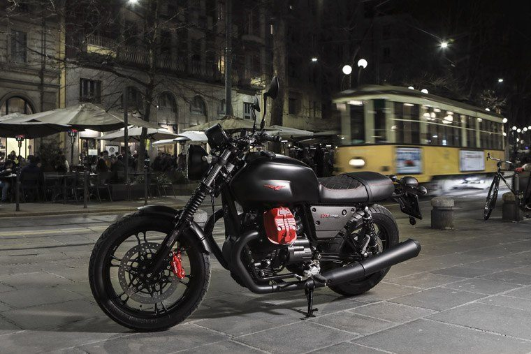 2018 Moto Guzzi V7 III Carbon Dark in Marina Del Rey, California