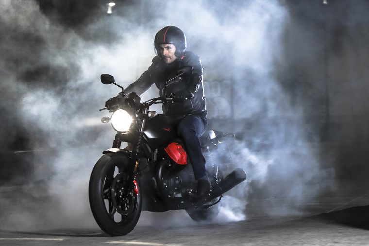 2018 Moto Guzzi V7 III Carbon Dark in Marina Del Rey, California - Photo 13