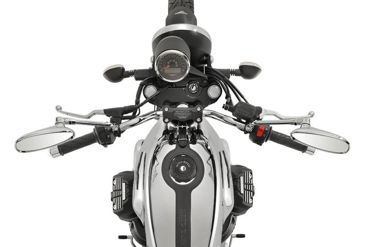 2018 Moto Guzzi V7 III Carbon Shine in Marina Del Rey, California