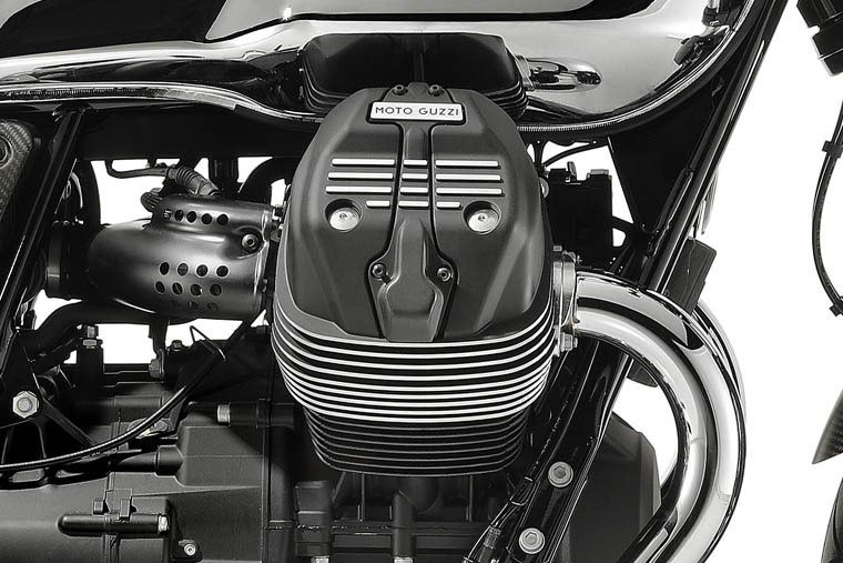 2018 Moto Guzzi V7 III Carbon Shine in Edwardsville, Illinois - Photo 7