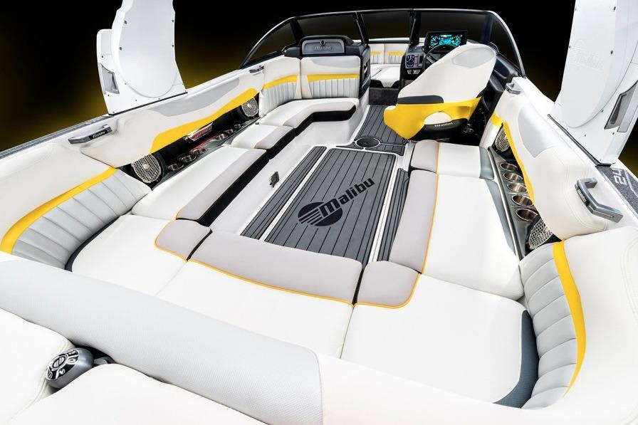 2016 Malibu Wakesetter 24 MXZ in Round Lake, Illinois