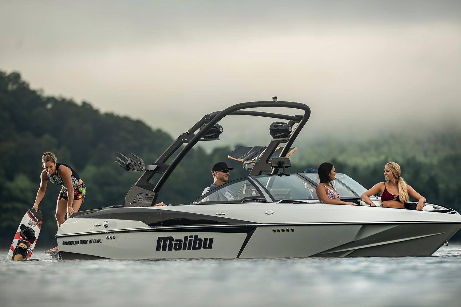 2017 Malibu Wakesetter 20 VTX in Round Lake, Illinois