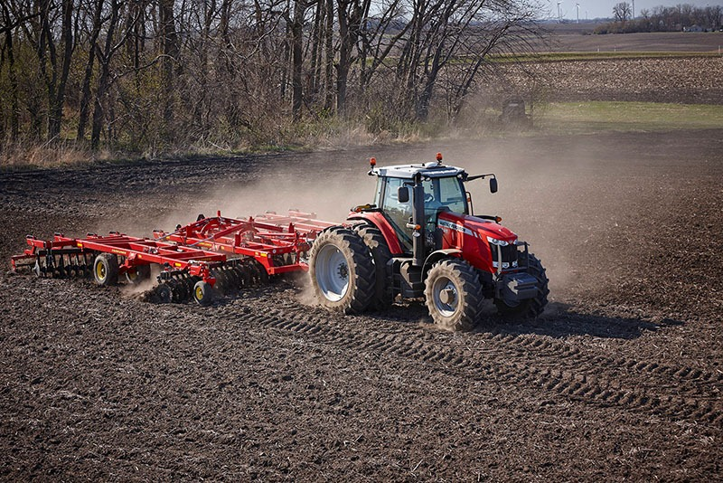 2018 Massey Ferguson 7715 Deluxe Row Crop Tractor (Dyna-VT) in Warren, Arkansas