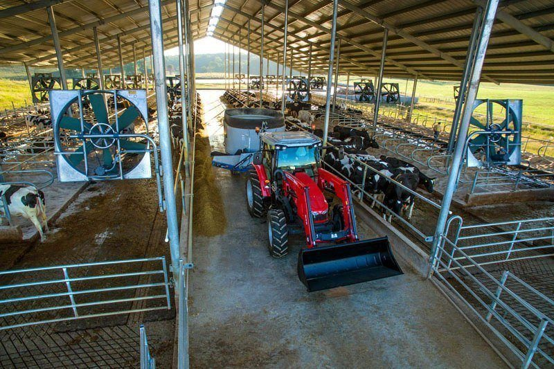 2020 Massey Ferguson 5712SL 2WD in Hondo, Texas - Photo 2