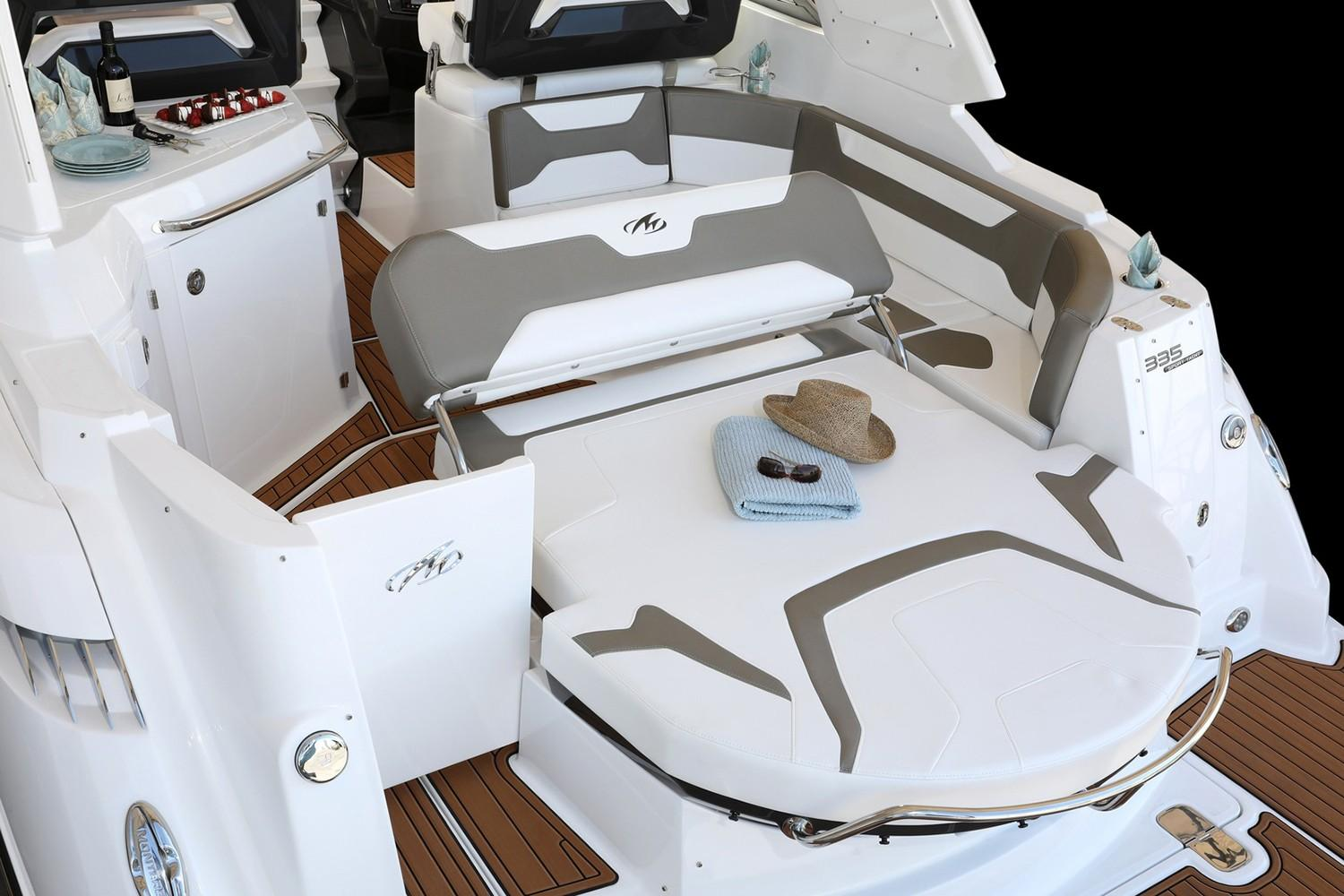 2018 Monterey 335 Sport Yacht in Saint Peters, Missouri