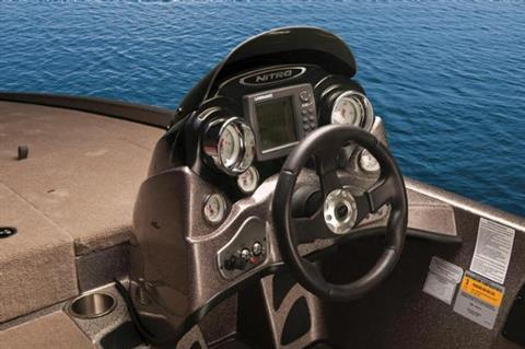 The sleek console is loaded with easy-to-read gauges, a flush-mounted Lowrance fish finder and tinted windscreen. - Photo 21