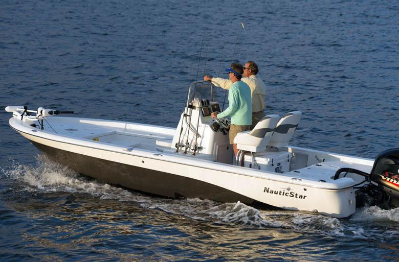 2015 NauticStar 224 XTS in Naples, Maine