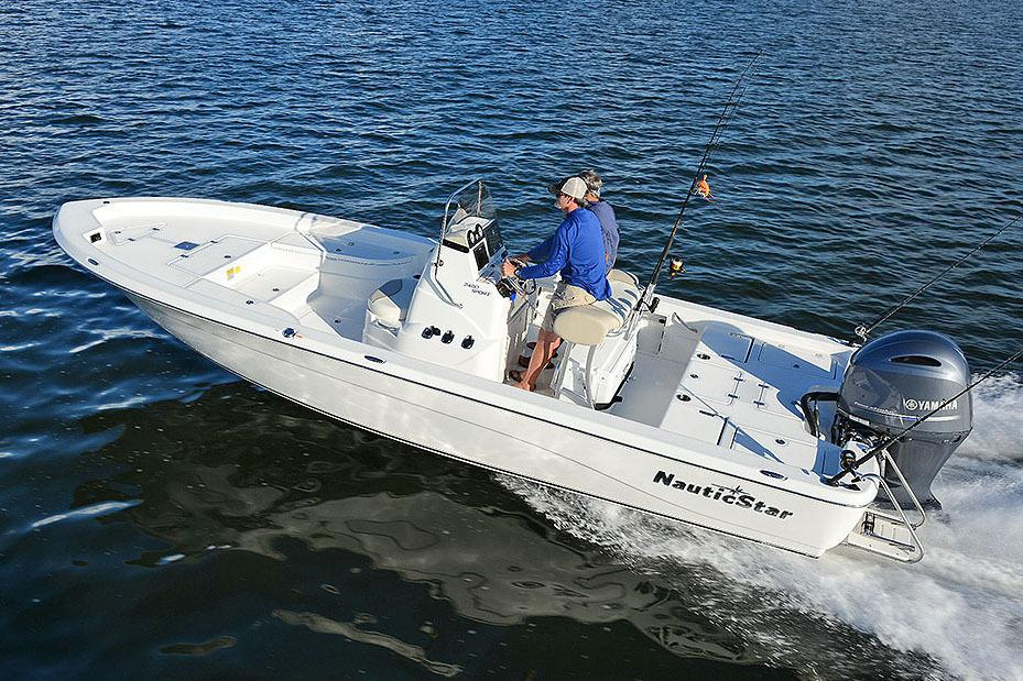 2018 NauticStar 2400 Sport in Naples, Maine