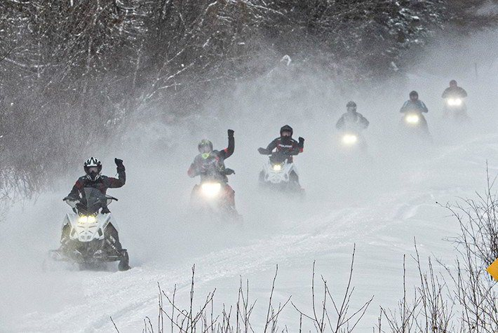 2021 Polaris 550 Indy 121 ES in Eagle Bend, Minnesota - Photo 2