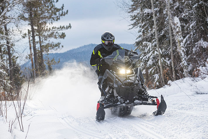 2021 Polaris 650 Indy XC 137 Launch Edition Factory Choice in Saint Johnsbury, Vermont - Photo 2