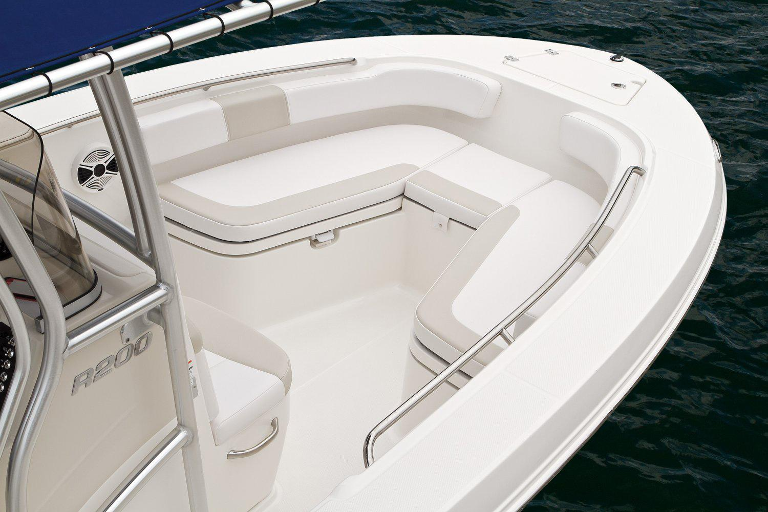 2016 Robalo R200 Center Console in Gulfport, Mississippi - Photo 10