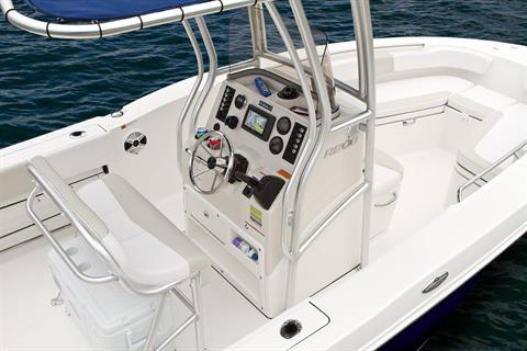 2016 Robalo R200 Center Console in Gulfport, Mississippi - Photo 12