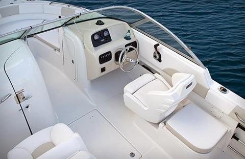 2016 Robalo R227 Dual Console in Round Lake, Illinois