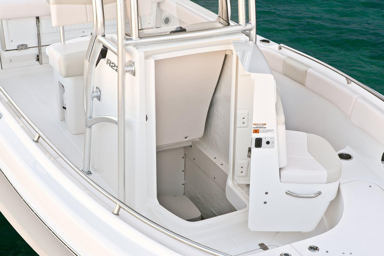 2017 Robalo R222 Center Console in Round Lake, Illinois