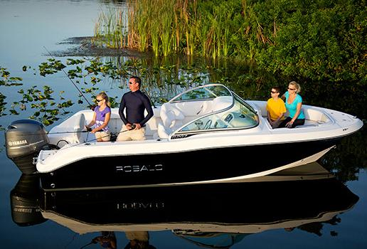 2017 Robalo R207 Dual Console in Round Lake, Illinois