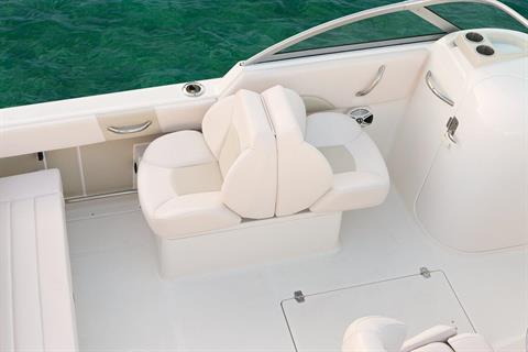 2018 Robalo R227 Dual Console in Round Lake, Illinois