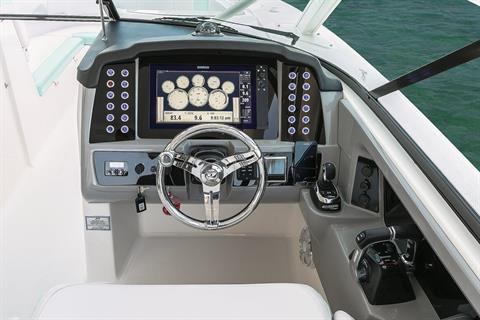 2018 Robalo R317 Dual Console in Round Lake, Illinois