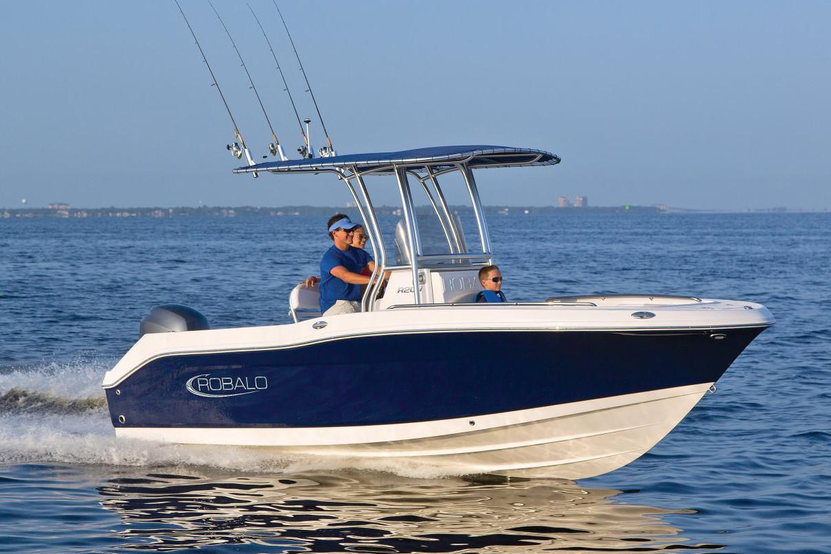 2020 Robalo R200 Center Console in Lakeport, California - Photo 3