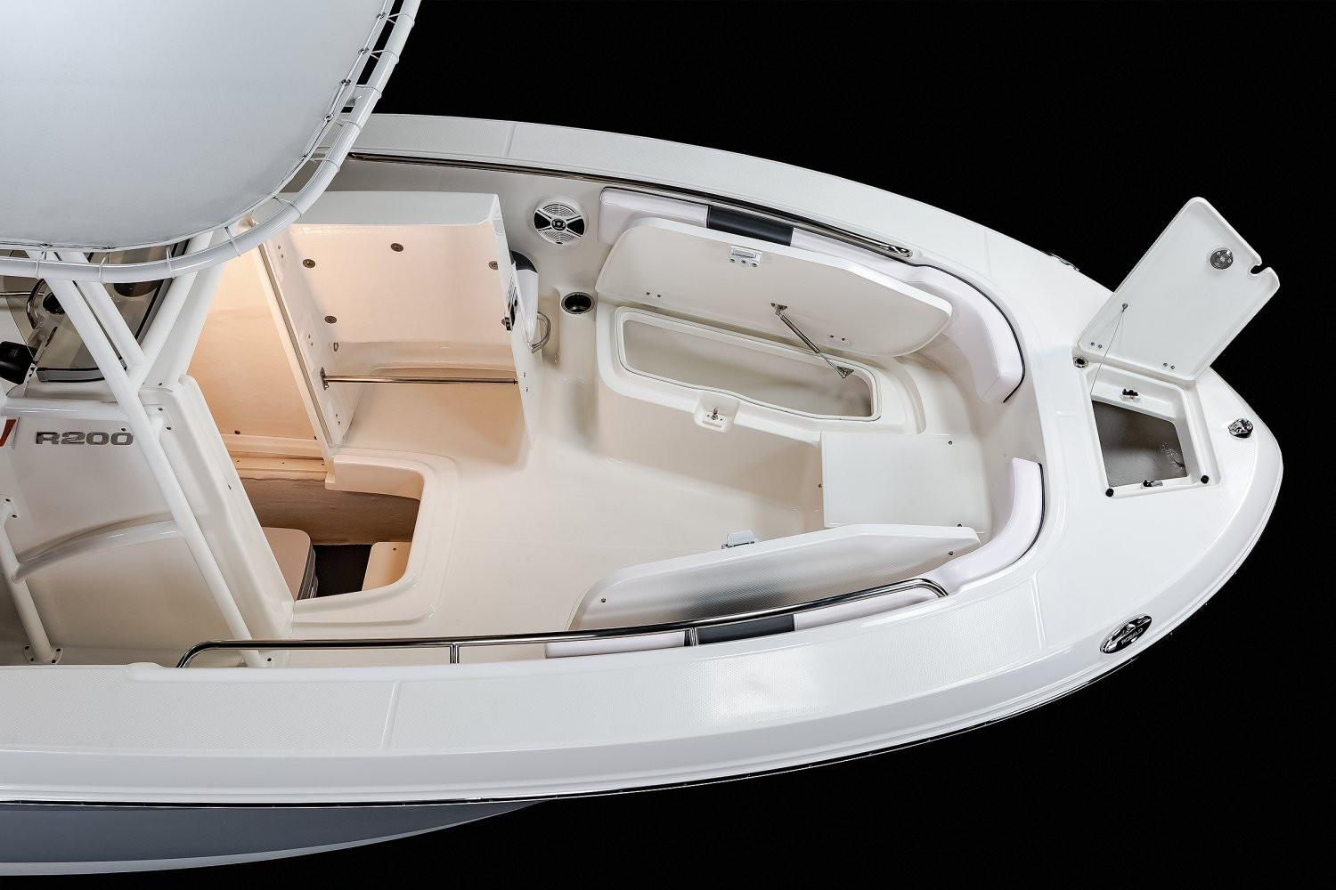 2020 Robalo R200 Center Console in Lakeport, California - Photo 6