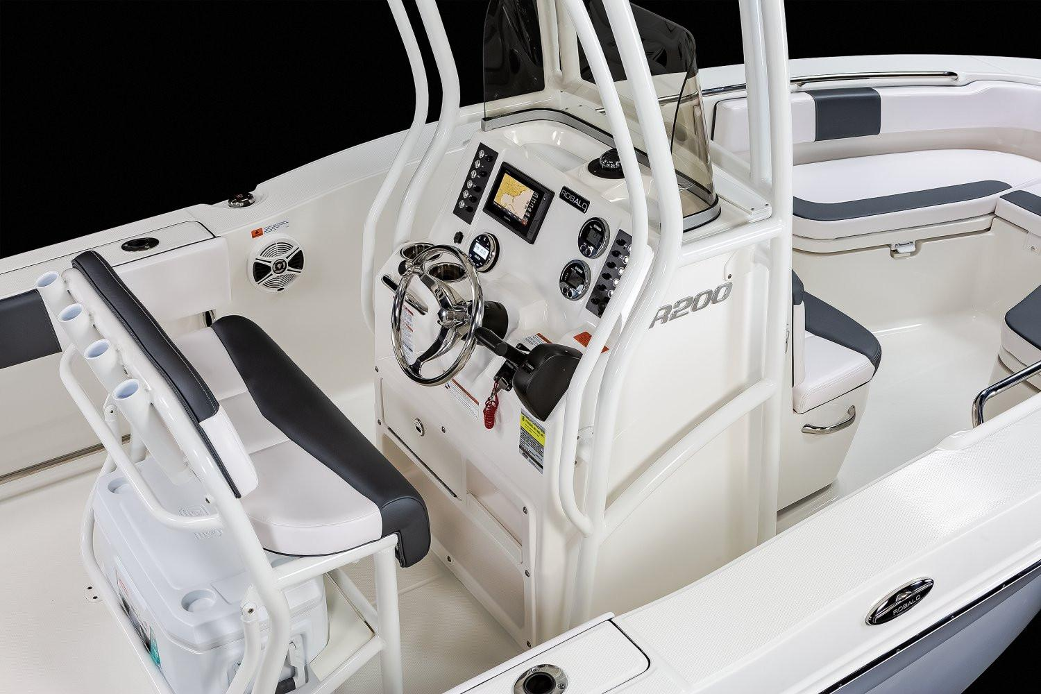 2020 Robalo R200 Center Console in Lakeport, California - Photo 7