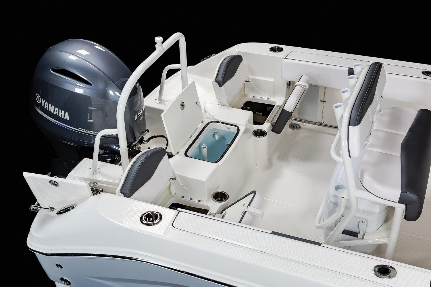 2020 Robalo R200 Center Console in Lakeport, California - Photo 9