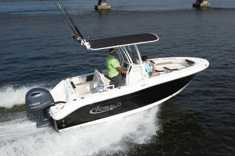 2020 Robalo R202 Explorer in Lakeport, California - Photo 2