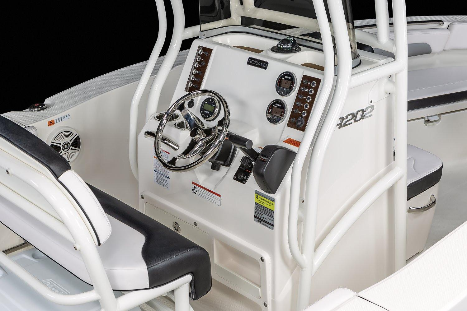 2020 Robalo R202 Explorer in Lakeport, California - Photo 9