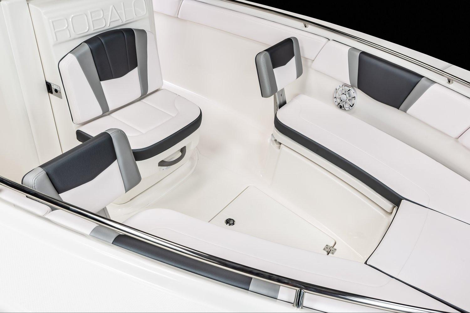2020 Robalo R272 Center Console in Lakeport, California - Photo 6