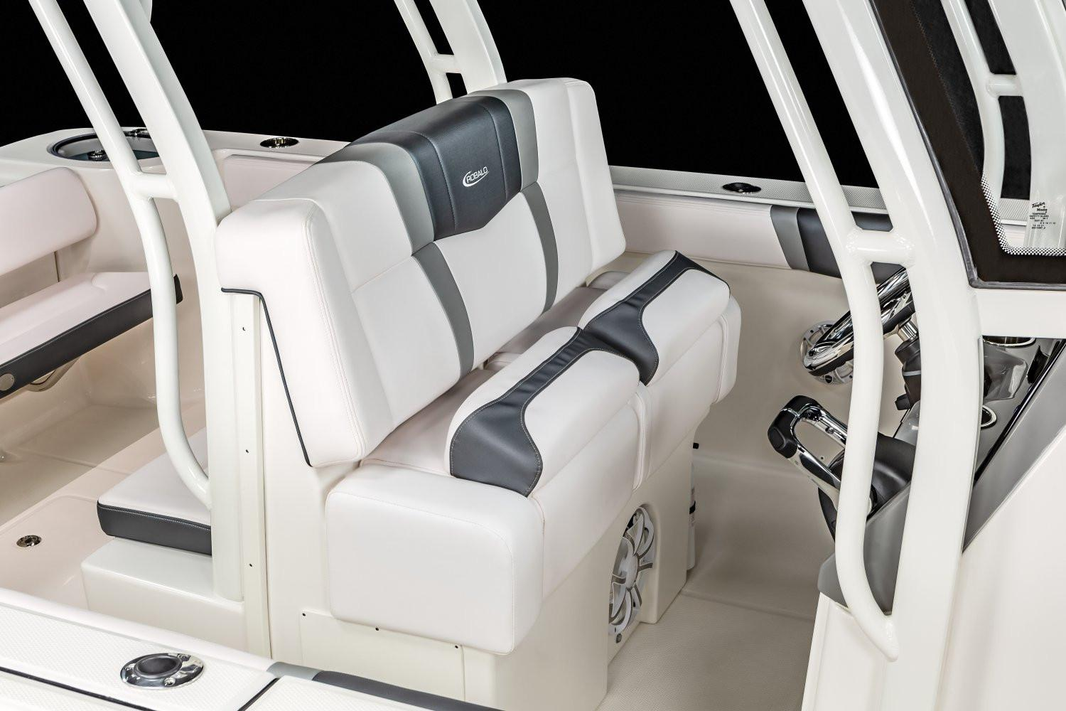 2020 Robalo R272 Center Console in Lakeport, California - Photo 10