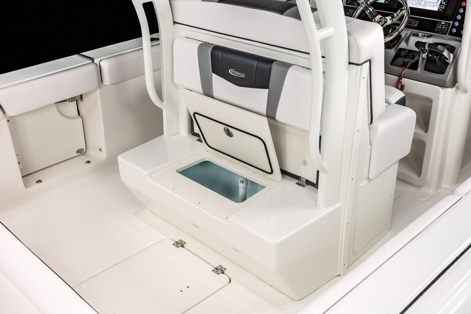 2020 Robalo R272 Center Console in Lakeport, California - Photo 12