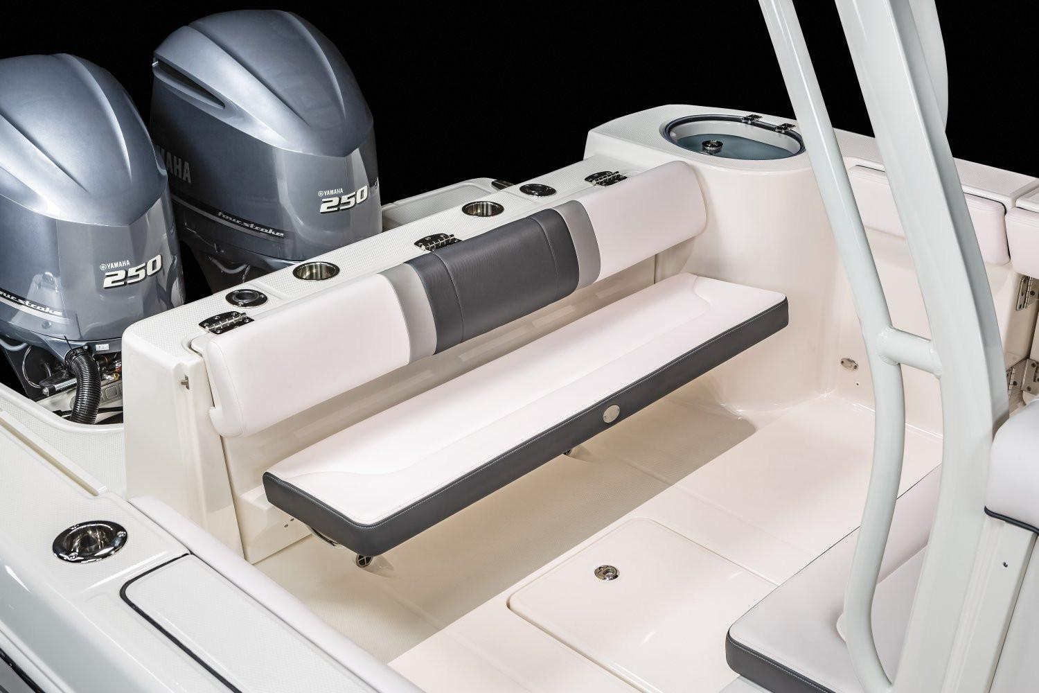 2020 Robalo R272 Center Console in Lakeport, California - Photo 14
