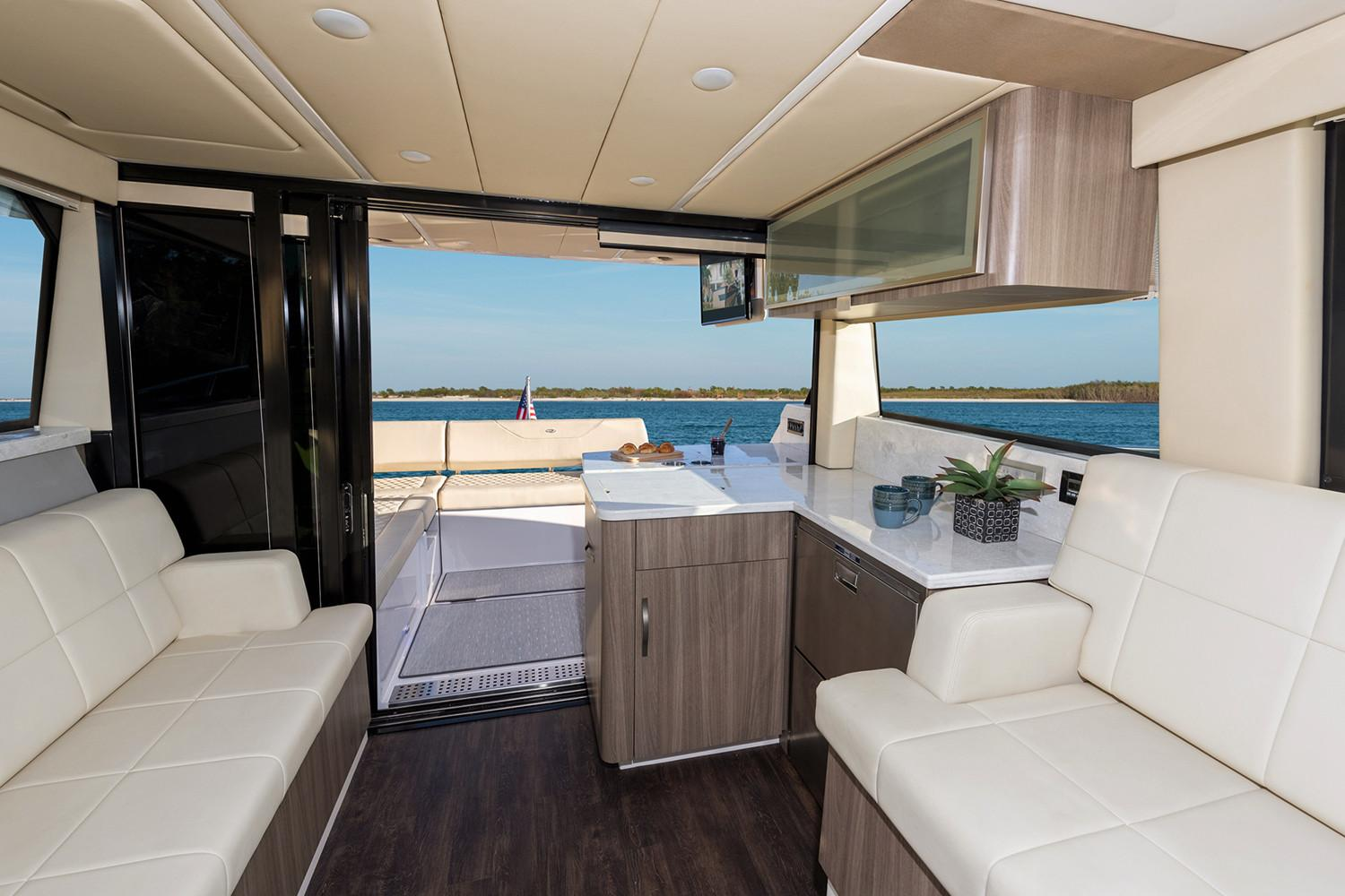 2019 Regal 38 XO in Bridgeport, New York - Photo 9