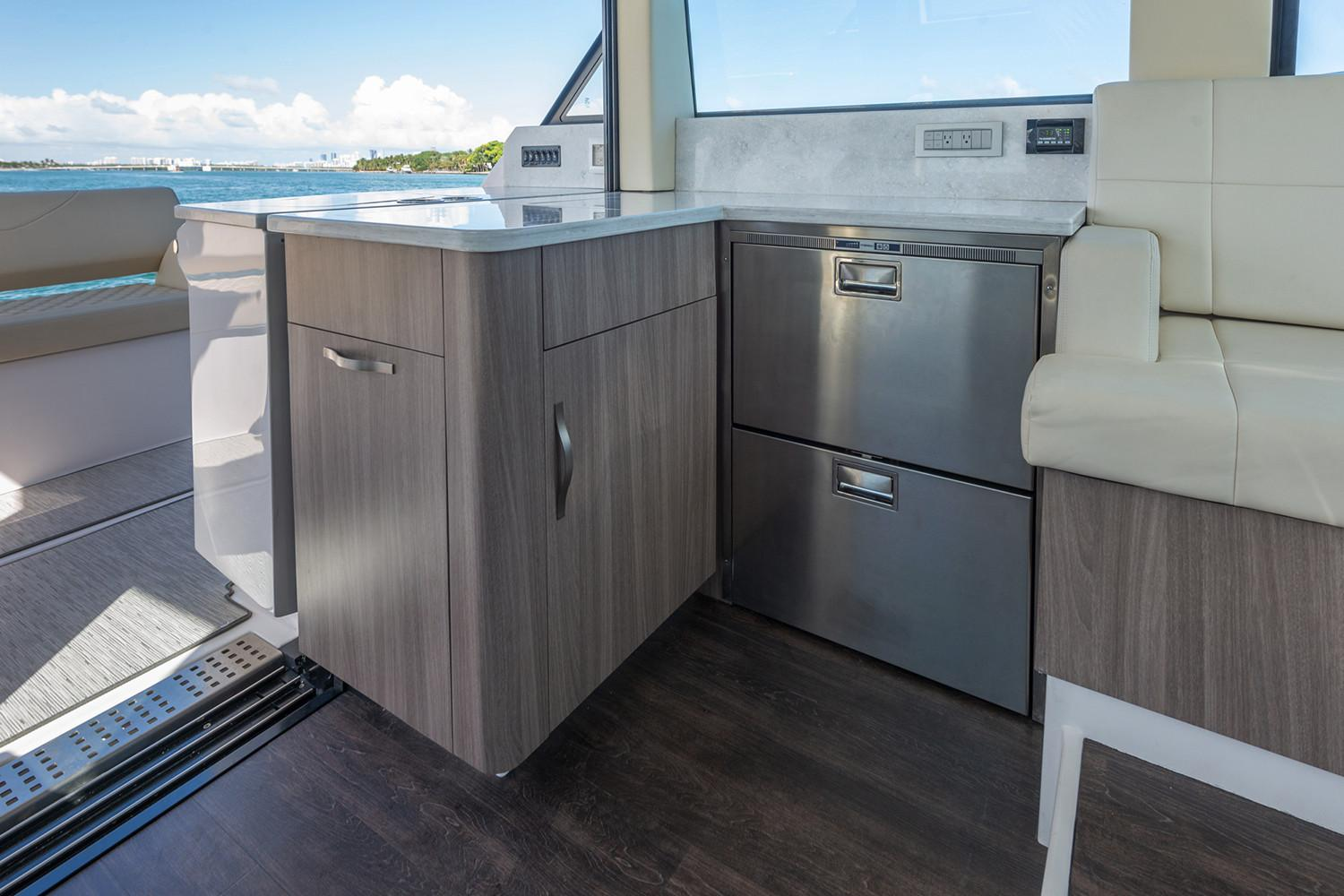2019 Regal 38 XO in Bridgeport, New York - Photo 10