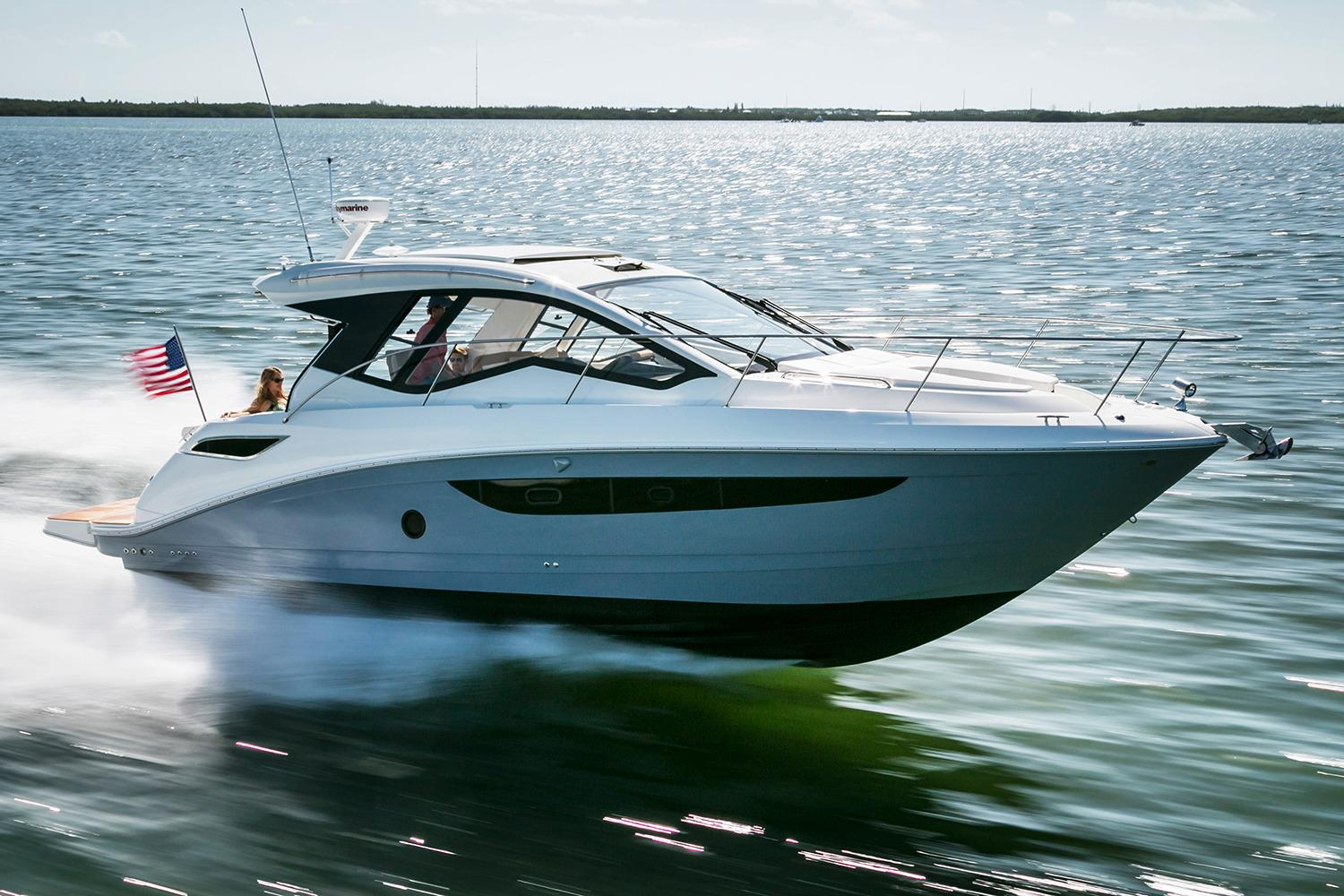 2017 Sea Ray Sundancer 350 Coupe in Holiday, Florida