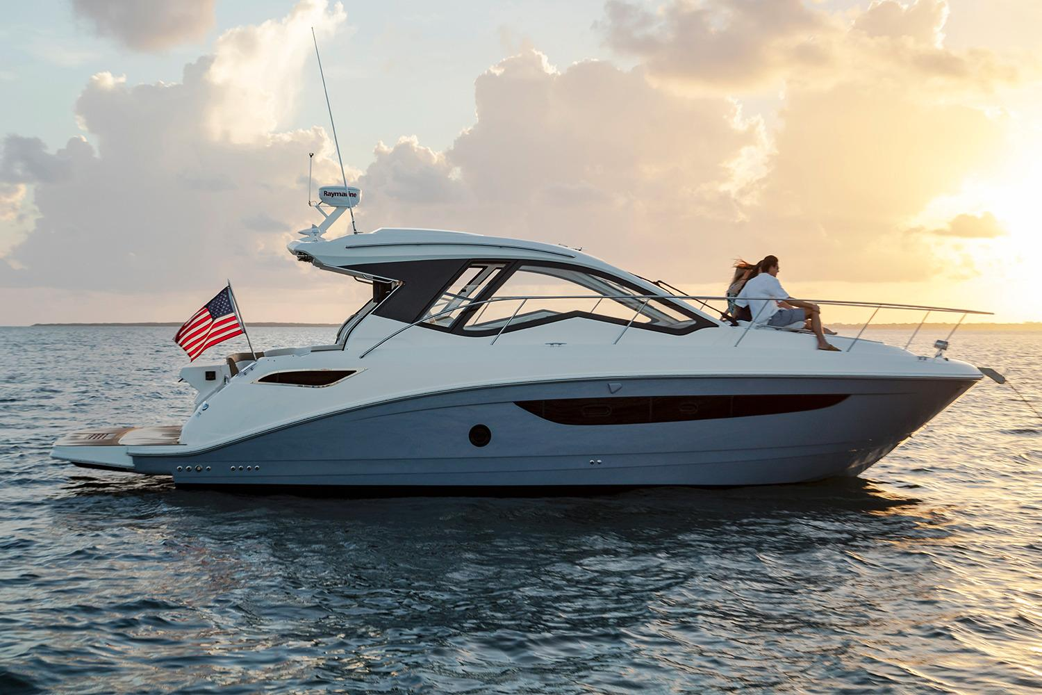 2018 Sea Ray Sundancer 350 Coupe in Holiday, Florida