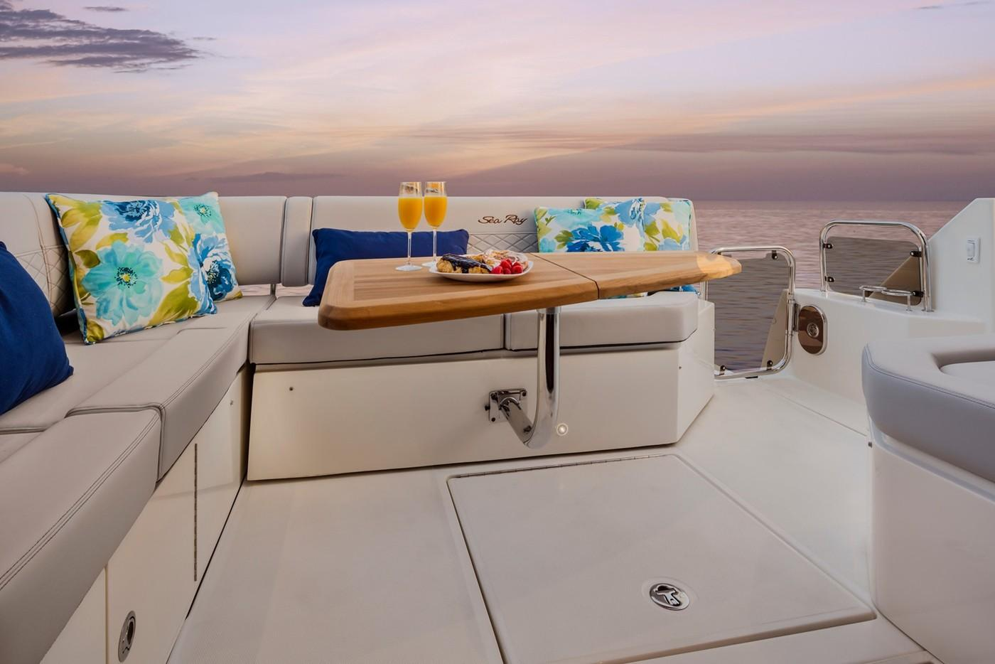 2019 Sea Ray Fly 460 in Holiday, Florida - Photo 6