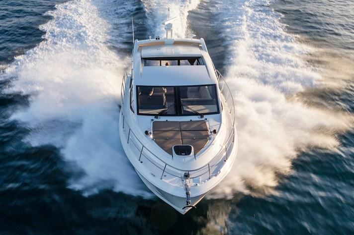 2019 Sea Ray Sundancer 460 in Holiday, Florida - Photo 5