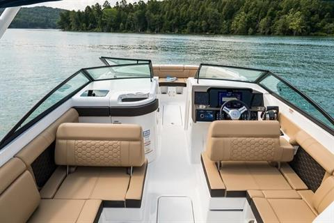 2019 Sea Ray SDX 290 Outboard in Holiday, Florida - Photo 10