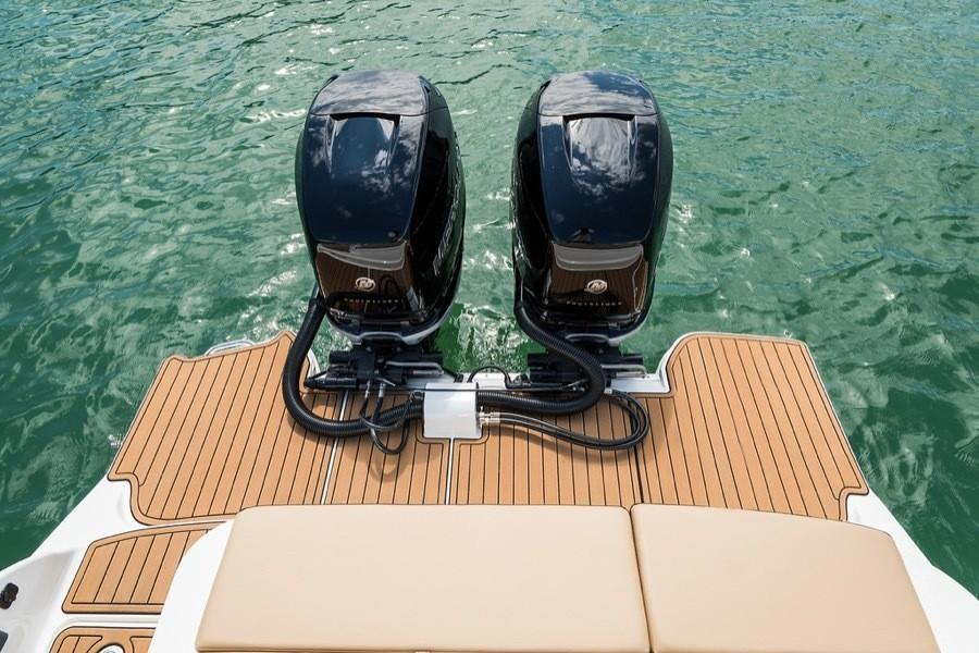 2019 Sea Ray SDX 290 Outboard in Holiday, Florida - Photo 14