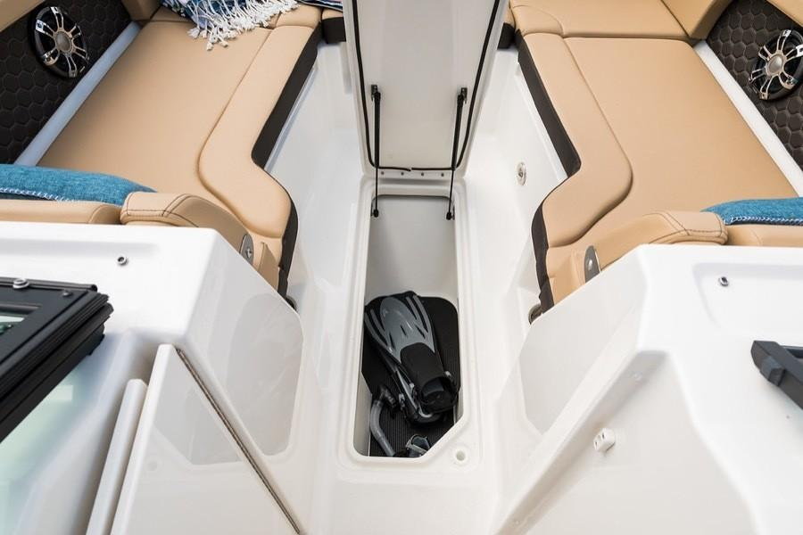 2019 Sea Ray SDX 290 Outboard in Holiday, Florida - Photo 7