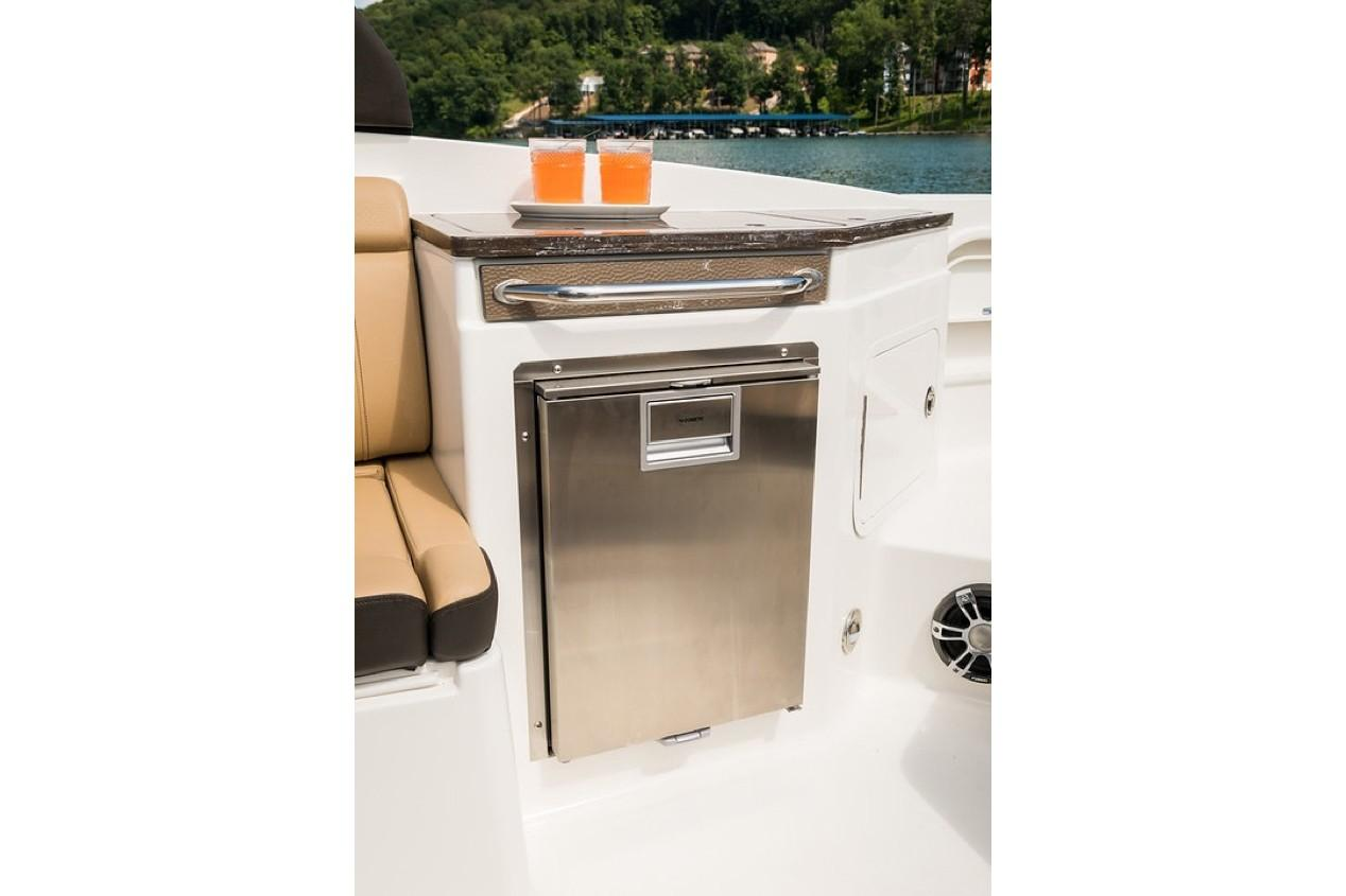 2019 Sea Ray SDX 290 Outboard in Holiday, Florida - Photo 15