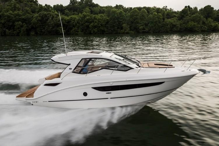 2020 Sea Ray Sundancer 350 Coupe in Holiday, Florida - Photo 2
