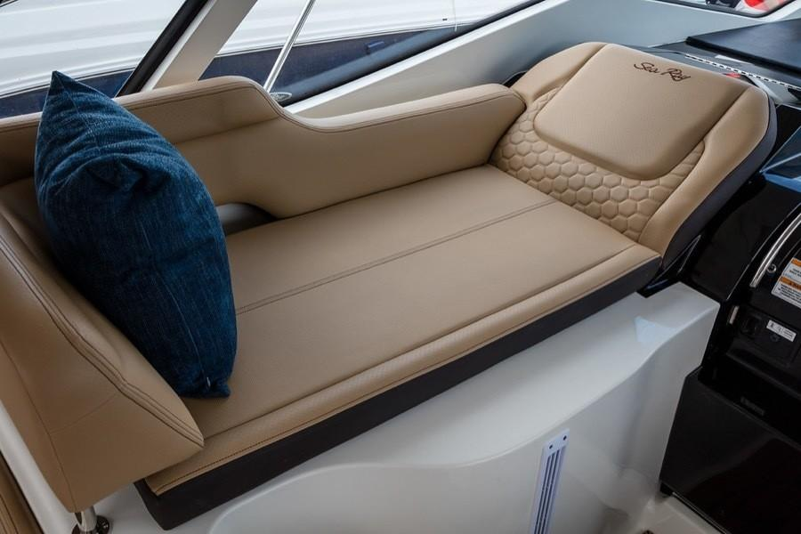 2020 Sea Ray Sundancer 350 Coupe in Holiday, Florida - Photo 8