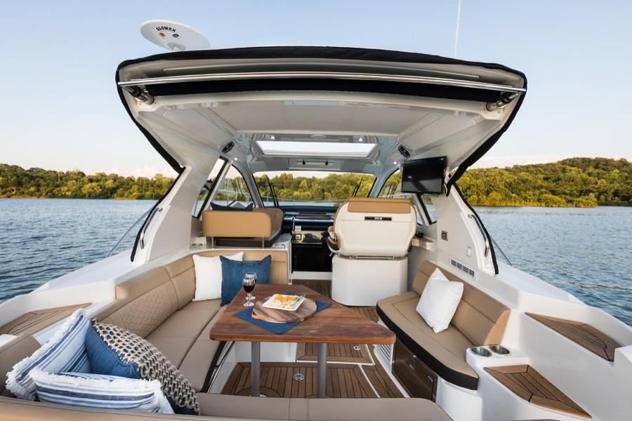 2020 Sea Ray Sundancer 350 Coupe in Holiday, Florida - Photo 9