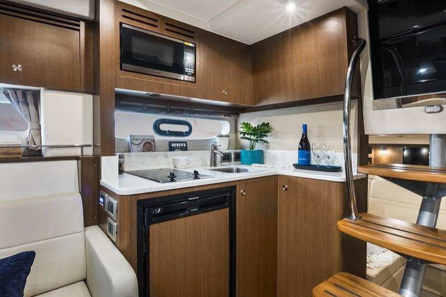 2020 Sea Ray Sundancer 350 Coupe in Holiday, Florida - Photo 16