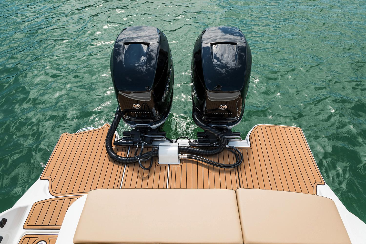 2020 Sea Ray SDX 290 Outboard in Holiday, Florida - Photo 22